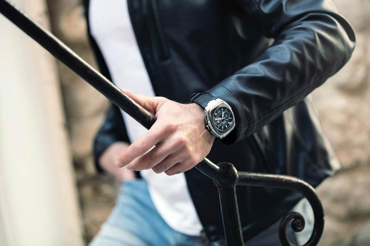 road-racer-le-rhone-watch-action-1